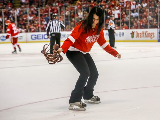 Peta objects to octopus tossing at detroit red wings games voltagebd Images
