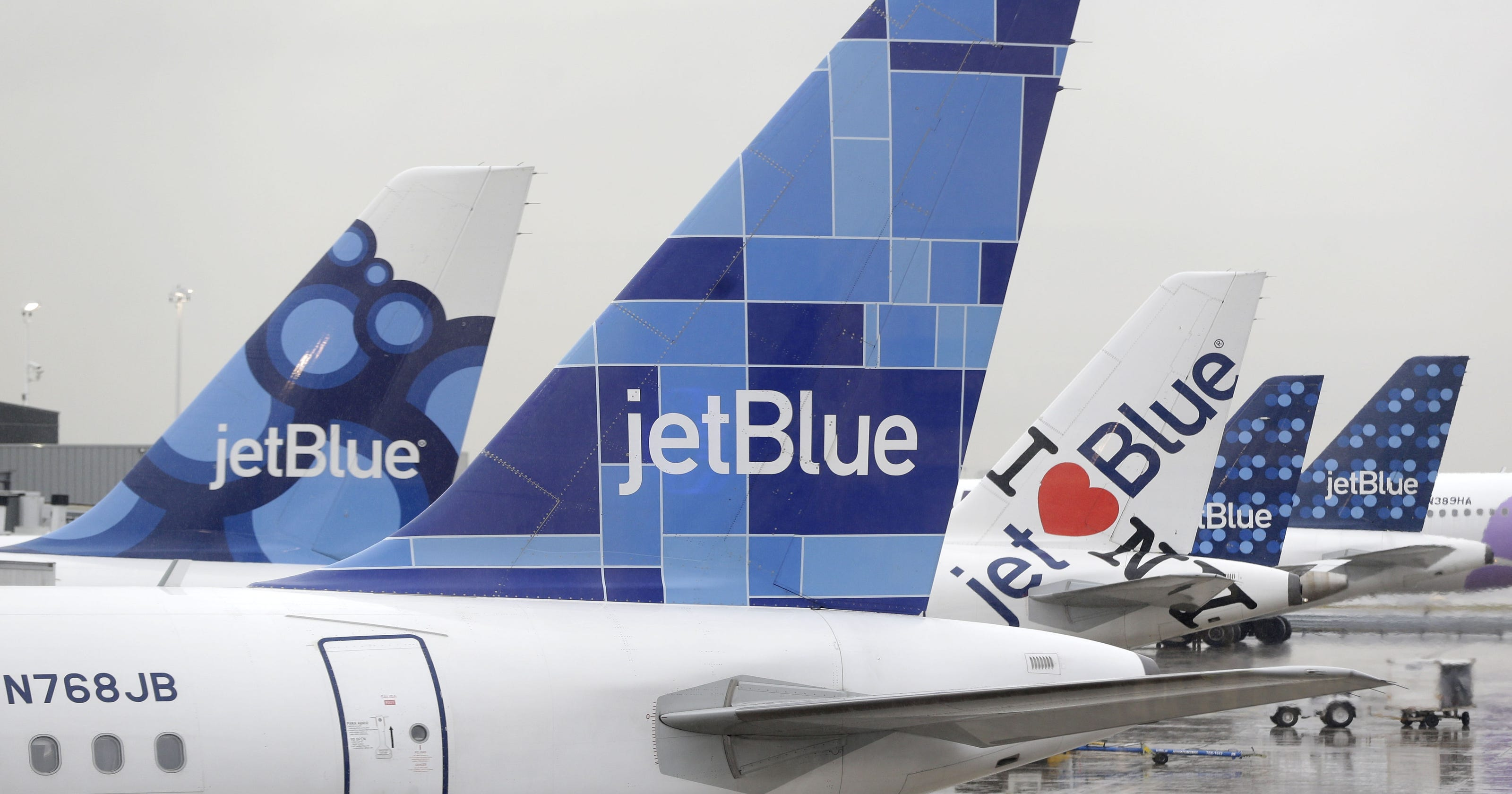 56adb14786e1 What you need to know about JetBlue s new bag fees