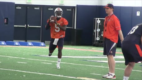 Auburn junior John Franklin III runs the read option in Tuesday's practice.