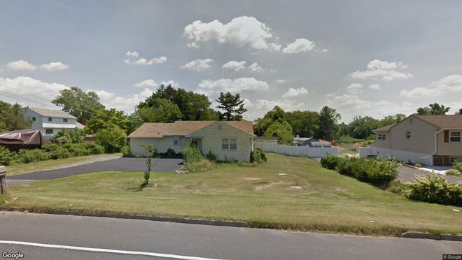 This Google Street View image shows the approximate location of 268 Greentree Road in Washington. The property at this address changed hands in August 2019, when new owner bought the property for $152,000.