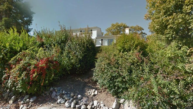 This Google Street View image shows the approximate location of 33 Lincoln Road in Kinnelon. The property at this address changed hands in August 2019, when new owners bought the property for $547,500.