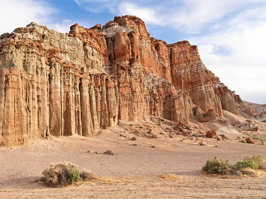 Red Rock Canyon is one of the 116 parks offering a free day pass to visitors on Black Friday.