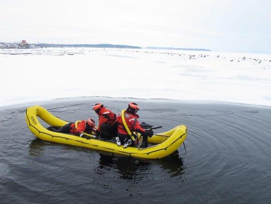 -BUR 0219 ice rescue C4.jpg_20140219.jpg