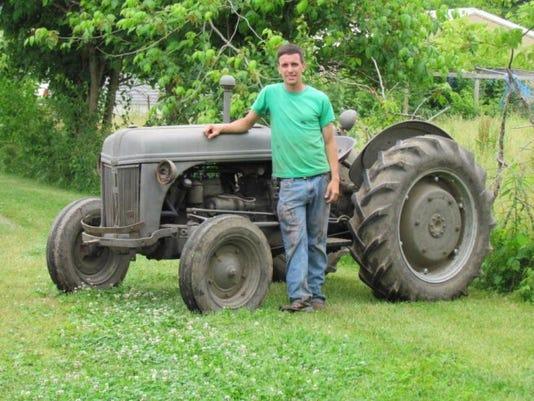 -Dan Tractor resize 900pixel widejpeg.jpg_20140611.jpg