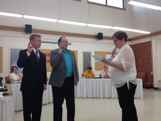 -gfps trustees sworn in.jpg_20140512.jpg