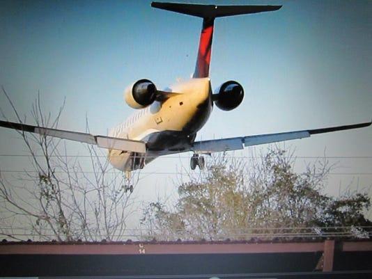 TDABrd_04-06-2014_Advertiser_1_A007~~2014~04~05~IMG_LowAirplane.JPG_1_1_OA6V.jpg