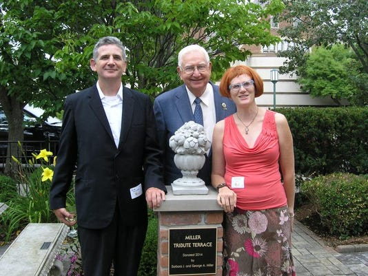 George Miller (center) with son Rob Miller (left) and daughter Siouxsan Mill.jpg