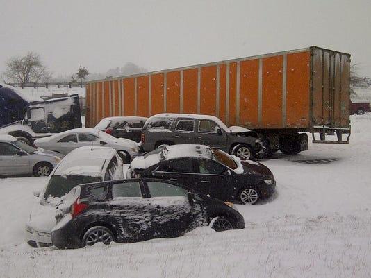 SAL0207-Snow Albany crash LEAD