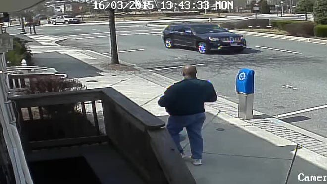 Police are looking for man who stole a woman's purse.