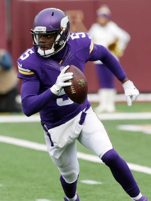 Minnesota Vikings quarterback Teddy Bridgewater scrambles up field during the first half of an NFL football game against the Chicago Bears, Sunday, Dec. 28, 2014, in Minneapolis. (AP Photo/Jim Mone)