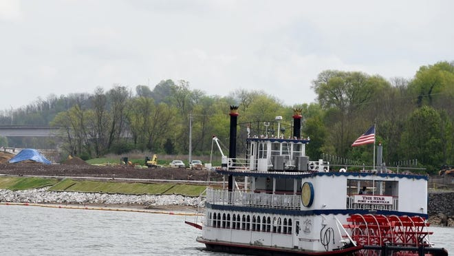 The Star of Knoxville Riverboat is an authentic paddlewheeler with two levels, an enclosed maindeck and an open-air top deck.