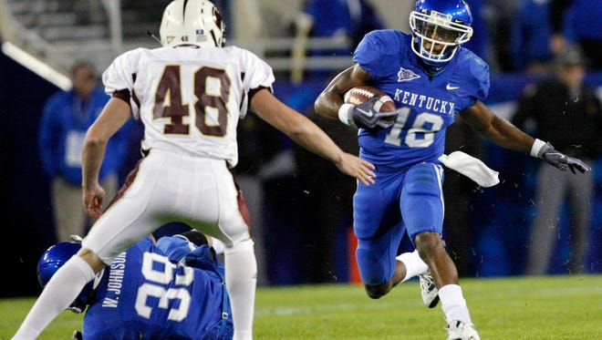 Kentucky's Randall Cobb (18) avoids Louisiana-Monroe punter Scott Love (48) and his teammate Kentucky linebacker William Johnson (39) as he returns a punt for a touchdown during the first half of their NCAA college football game in Lexington, Ky., Saturday, Oct. 24, 2009.  (AP Photo/Ed Reinke)