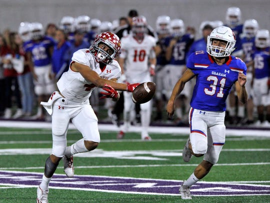 Sweetwater wide receiver Andrew Melendez reaches for