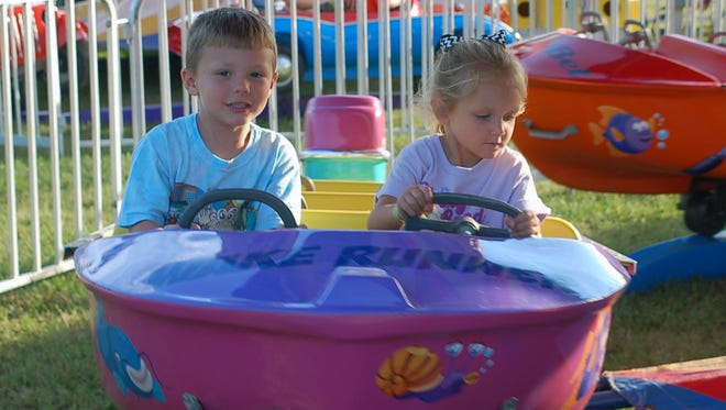 Jase Walker and Addi Bolling enjoyed the rides at the 2015 Cheatham County Fair.