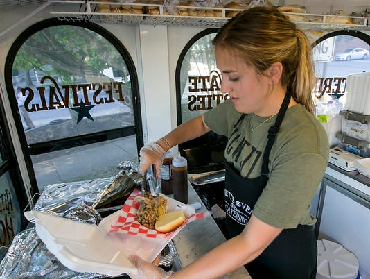 636100808716666511-Food-Trucks-Art-Jam-2860.jpg