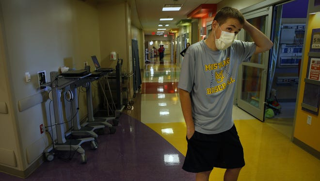 Brett Wallick takes in a last look at a hospital floor that had been his home.