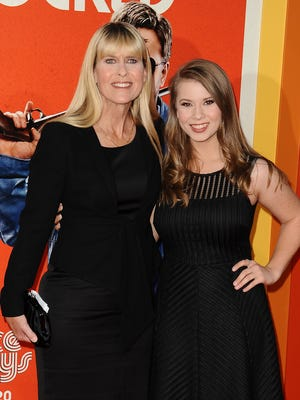 'Dancing with the Stars' champ Bindi Irwin, right, and her mother Terri are holding a dinner and auction Saturday to support the late Steve Irwin's wildlife conservation work.