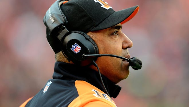 Marvin Lewis signed a one-year contract extension on Friday.