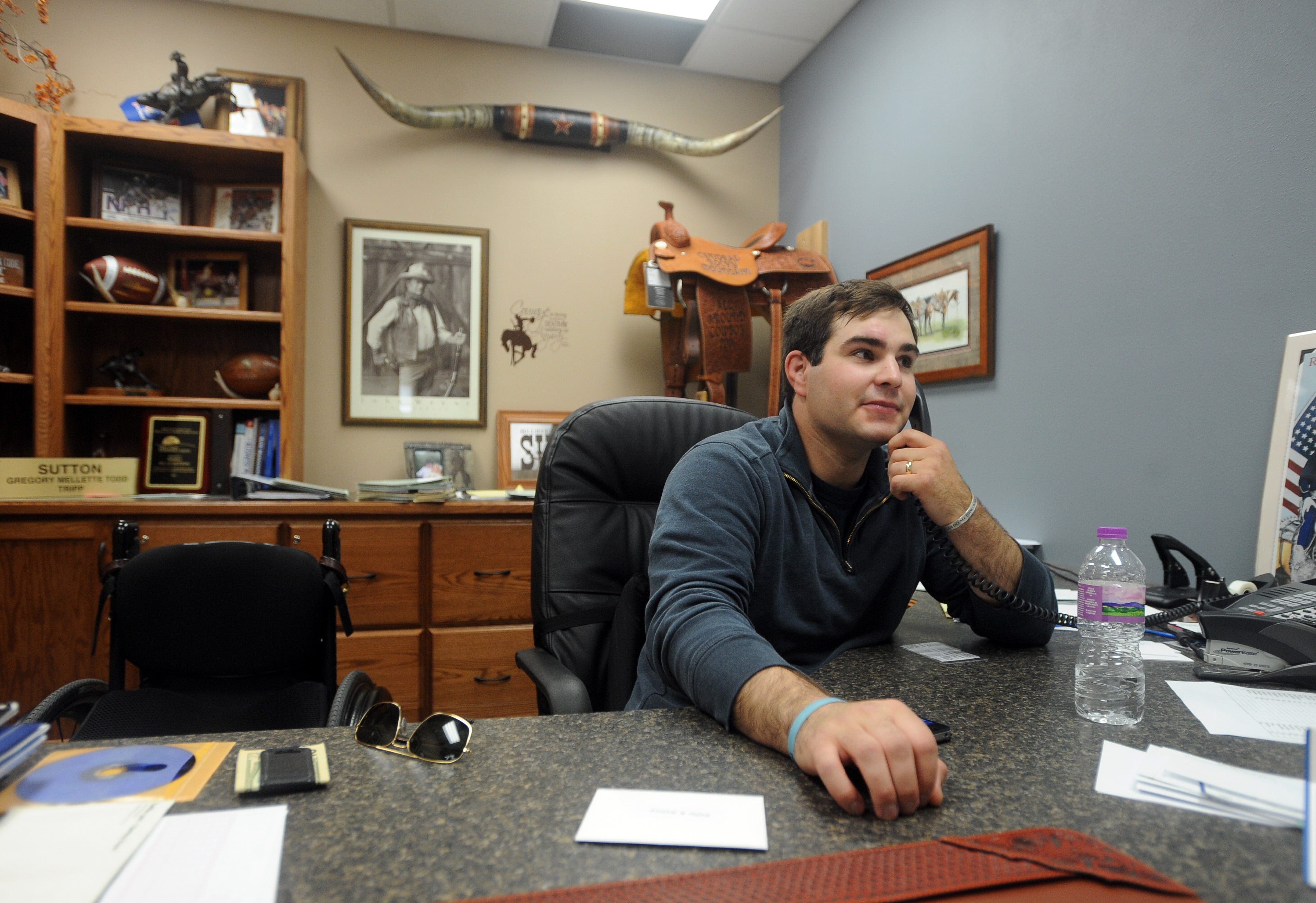 Incroyable Billie Sutton In His Office At First Fidelity Bank