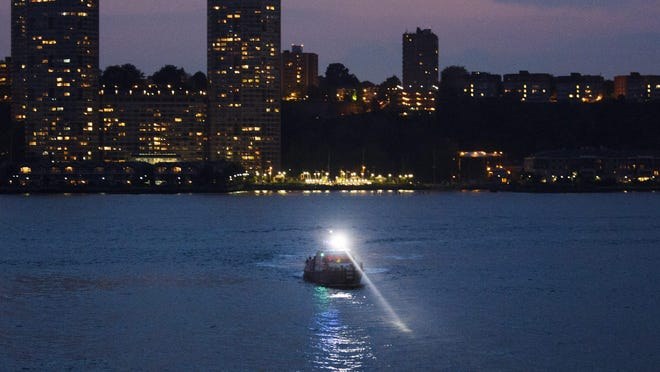 epa05333009 A police boat is seen on the scene of a plane crash in the Hudson River in New York, New York, USA, 27 May 2016. According to media reports, the plane that crashed is a P-47 World War II-era aircraft. EPA/JUSTIN LANE