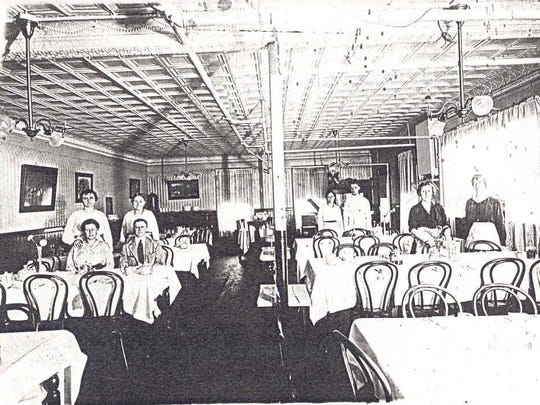 The dining room of the Carlton Hotel in the 1920s.