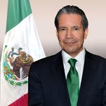 Cónsul general de México en Phoenix Roberto Rodríguez Hernández,