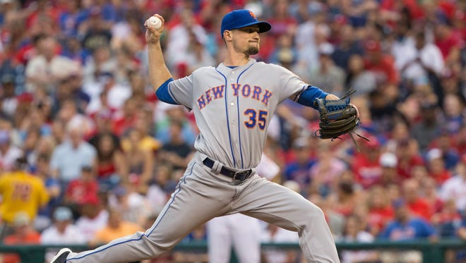 New York Mets relief pitcher Logan Verrett (35) pitches during the first inning against the Philadelphia Phillies at Citizens Bank Park.