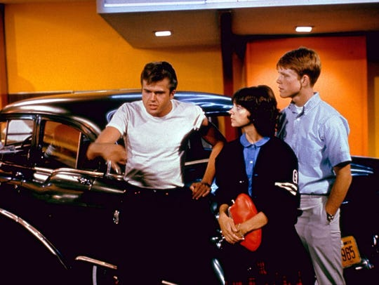 Paul Le Mat, Cindy Williams and Ron Howard in a scene