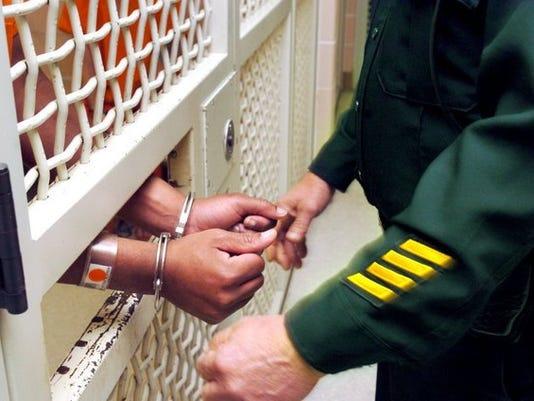 handcuff_jailed_15246244_ver1.0_640_480.jpg