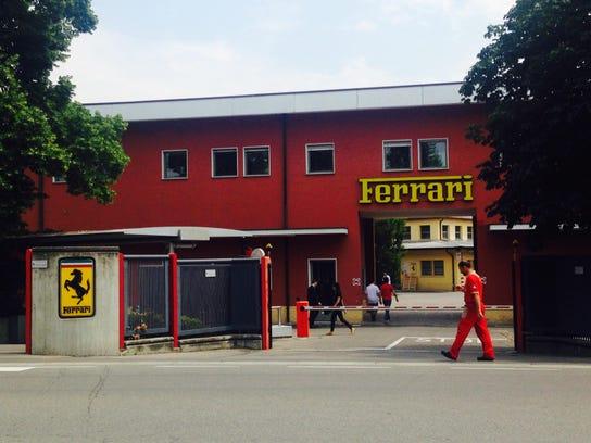 Ferrari-Garage01