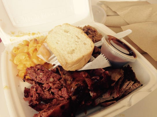 Lil Daddy's offers myriad combo plates (two or three