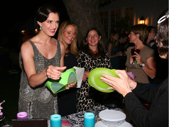 In 2007, Brooke Shields hosted  a Tupperware party
