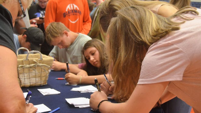 Friends write letters to the families of the Blackman community members who were killed or injured in the Saturday morning car crash in Rutherford County.