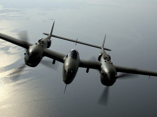 P-38_Lightning_head-on.jpg