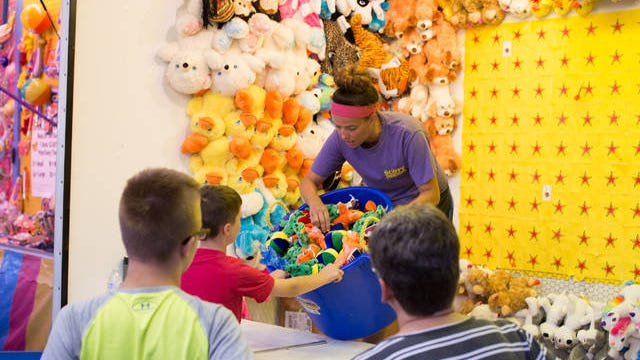 Kids choose prizes at a Boone County Fair game booth in 2019. File photo