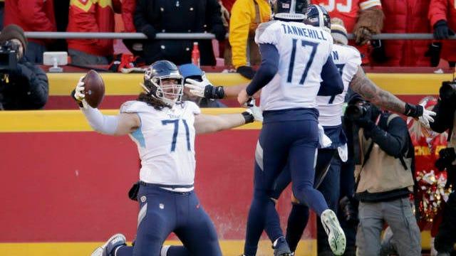 Dennis Kelly (71) and his Tennessee Titans teammates are in awkward positions this offseason, as the COVID-19 outbreak has forced them into isolation rather than group gatherings.