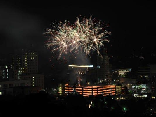 636348463831608557-July4-fireworks-24.jpg