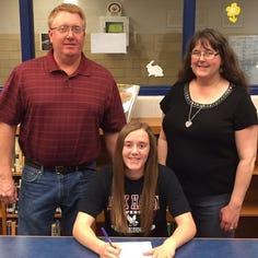 Waynesboro's Sara Gsell signs to play DI field hockey