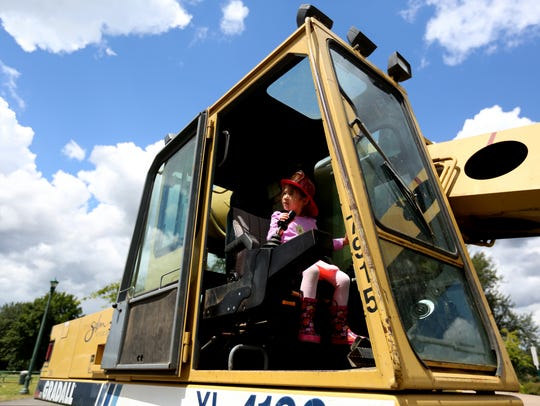 Public Works Day: A day of family fun and activities such as water main repair clamp demonstrations and getting up close to Bobcats, dump trucks and other Public Works equipment, 10:30 a.m. to 2 p.m. June 21, Riverfront Park, 200 Water St. NE. Free. 503-588-6211.