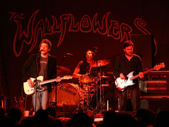The Wallflowers perform at Kahunaville in Wilmington in 2005, a year before the club's sudden closure.