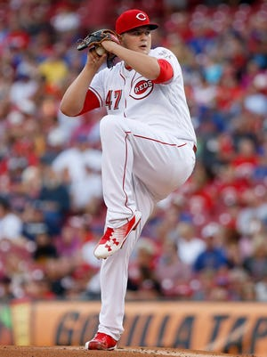 Cincinnati Reds starting pitcher Sal Romano throws against the Chicago Cubs during the first inning.