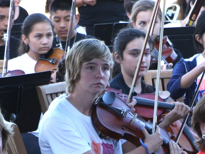 Youth Orchestra Salinas held an information session and reception to demonstrate the effectiveness of this program.