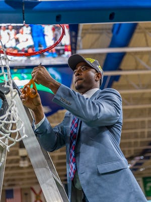 FGCU assistant Aaron Miles is leaving the Eagles after just one season to take over Santa Cruz of the NBA's Gatorade League.