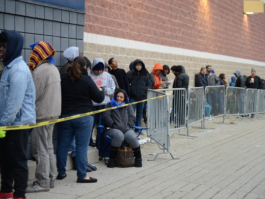 Shoppers line up outside the Woodland Park Best Buy