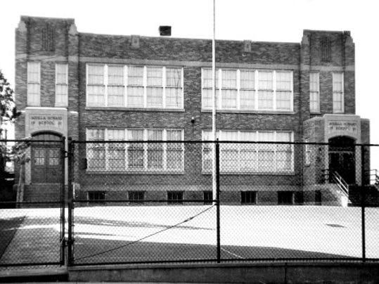 042208-sub-Aquilla-Howard-School.jpg