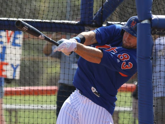 Mets workout this afternoon. Tim Tebow hitting off