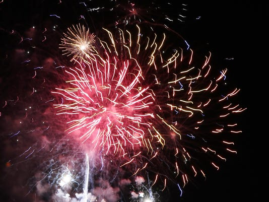 636031835472700984-Fireworks2.jpg