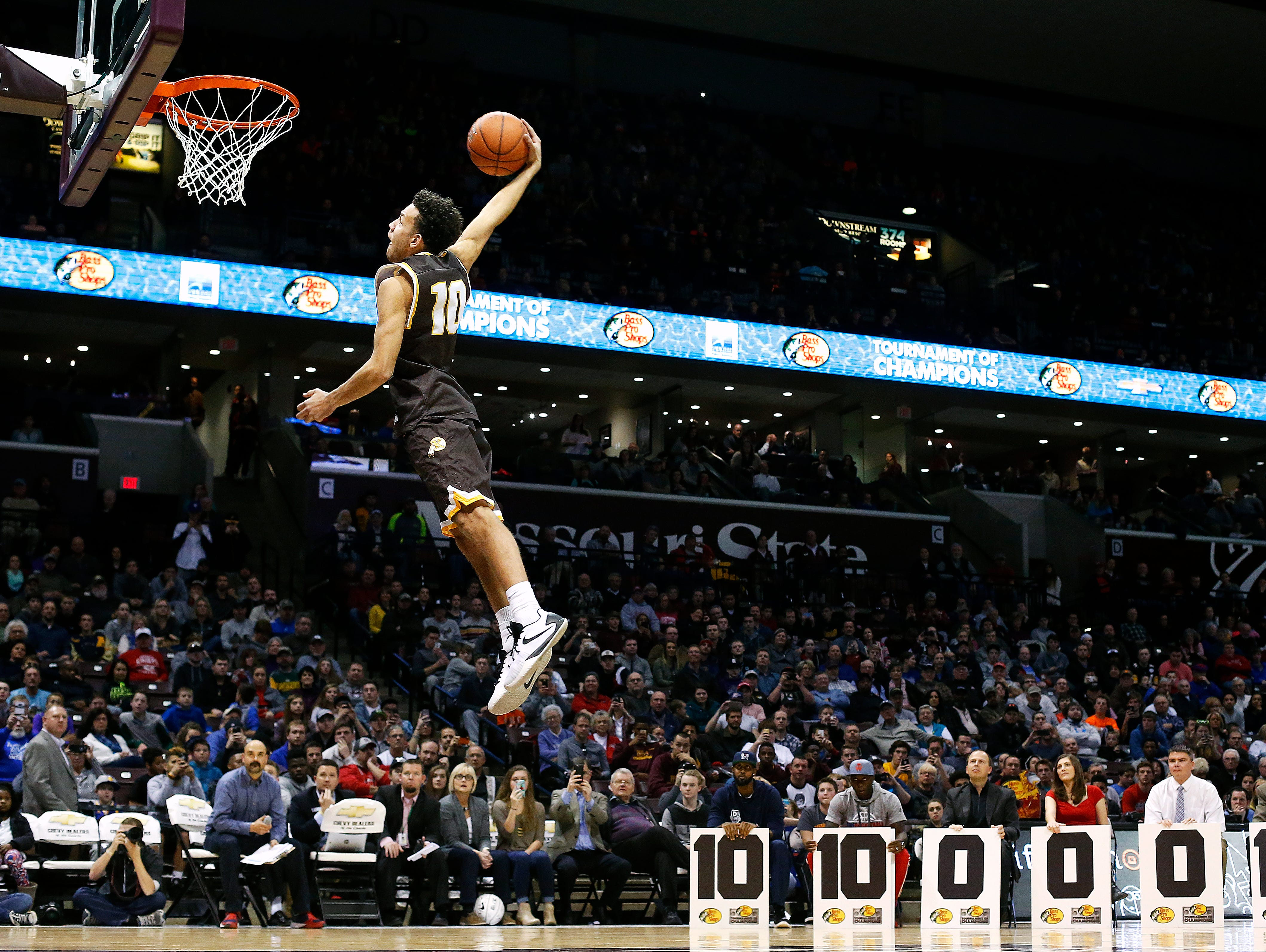 Kickapoo High School (Springfield, Mo.) guard Isaac Johnson dunks during the dunk contest portion of the 2016 Tournament of Champions at JQH Arena in Springfield, Mo. on Jan. 15, 2015. Bishop Gorman High School (Las Vegas, Nev.) guard Christian Popoola Jr. won first place in the contest.
