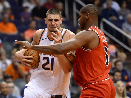 Nov 19, 2017: Phoenix Suns center Alex Len (21) drives