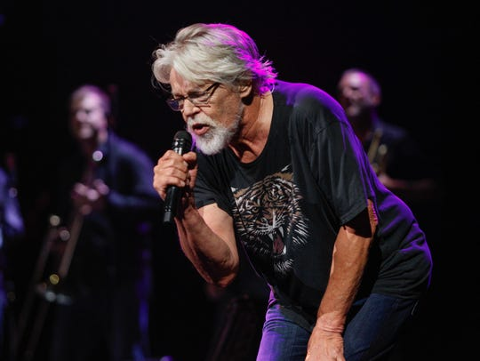 """Bob Seger performs """"Tryin' to Live My Life Without"""